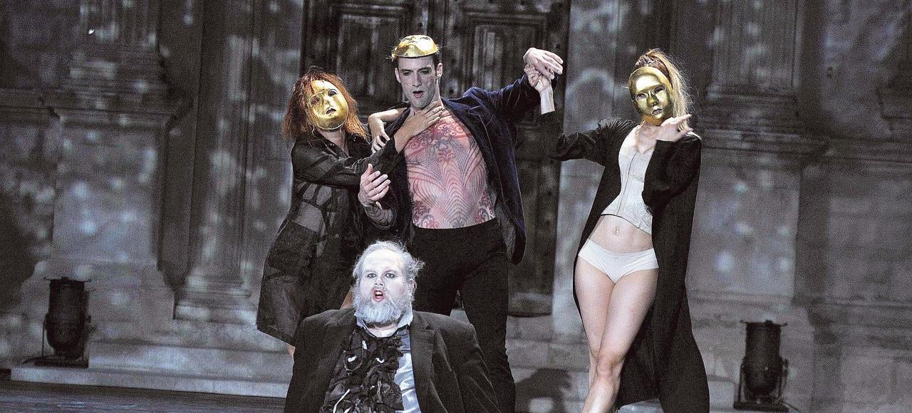 Marie-Claude Pietragalla, Julien Derouault et Daniel Mesguich proposent un Lorenzaccio mêlant comédiens et danseurs.