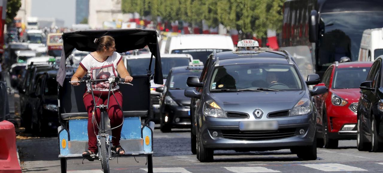 Paris compte environ 500 vélos-taxis en service, dont 80% sont illégaux.