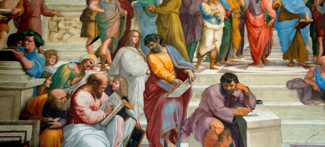 Détail de <i> L'Ecole d'Athènes</i> par le peintre Raphaël, qui montre en pleine discussion Platon (robe rouge) et Aristote (robe bleue), Socrate (robe olive), puis Pythagore (tenant un livre) et Héraclite (écrivant) au premier plan.