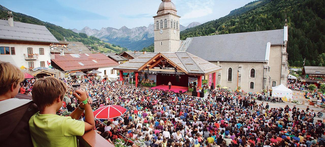 Pendant les vacances d 39 t la montagne s duit aussi for Vacances d ete a la montagne avec piscine