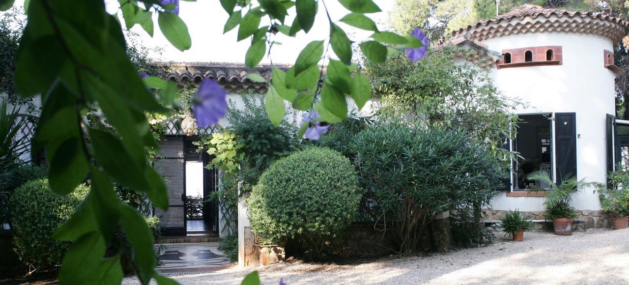 Francine Weisweiller et Jean Cocteau ont fait entrer dans l'art cette étonnante habitation, fleuron des Alpes-Maritimes.