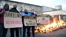 Agression à Vendin-le-Vieil: appel à poursuivre les blocages de prisons mardi