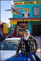 John Balistreri tient un magasin de souvenirs sur la Route 66. ©Eric Martin pour le Figaro Magazine.