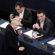 Déchéance de nationalité: le FN dénonce le «cynisme» socialiste