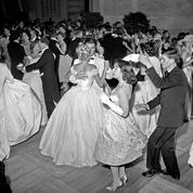 1958 : les premiers pas de danse des débutantes à Versailles