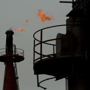 Plombé par la Chine, le pétrole chute à un plus bas en douze ans