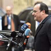 Hollande entretient le doute sur sa candidature