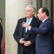 Ayrault raconte comment Hollande l'a imploré de revenir au gouvernement