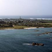 Des bidons toxiques échoués dans le Finistère