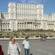 En Roumanie, les palais de Ceausescu attirent les touristes