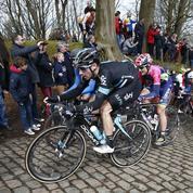 Un nouveau coureur percuté par une moto sur Paris-Roubaix