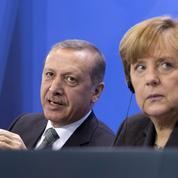 Angela Merkel cède à la pression turque contre un humoriste allemand