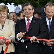 Visite cruciale de Merkel en Turquie sur fond de tensions sur les migrants