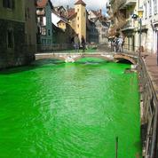 Plusieurs rivières colorées en vert fluo pour alerter sur l'environnement