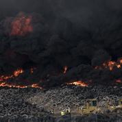 Espagne : immense incendie dans une déchetterie de pneus