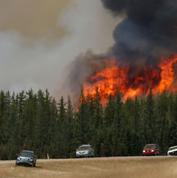 En Alberta, les feux continuent de dévaster la région pétrolière