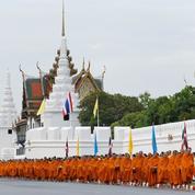 La Thaïlande célèbre les 70 ans de règne d'un roi hospitalisé et invisible