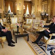 Hollande cible les «programmes dangereux» de la droite, Sarkozy réplique