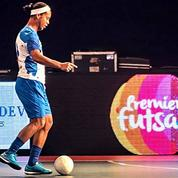 A 36 ans, Ronaldinho régale encore sur les terrains de foot en salle