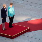 Theresa May parle Brexit à Berlin et Paris