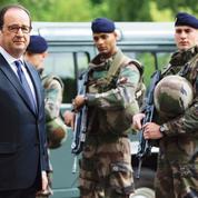Nice: Hollande et Valls volent au secours de Cazeneuve
