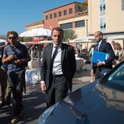 Macron contraint de ralentir le pas