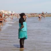 Manuel Valls dénonce le burkini, la droite réclame des actes