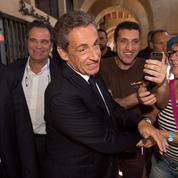 Meeting de Sarkozy: des militants toujours fidèles dans la chaleur de Châteaurenard