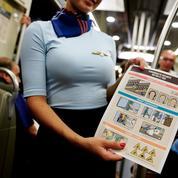 À Paris, de fausses hôtesses de l'air pour faire de la prévention dans le métro et le RER