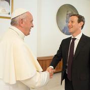 En visite au Vatican, le patron de Facebook offre un drone au pape François