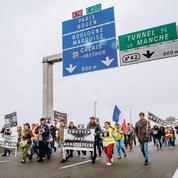 Calais manifeste pour la fin de sa «jungle»