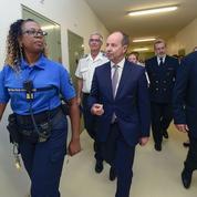 Terrorisme : Urvoas contraint de durcir les règles pénitentiaires