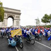 750 patrons en «mob» sur les Champs-Élysées contre la morosité