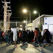 Grèce : des milliers de migrants fuient après l'incendie d'un camp sur l'île de Lesbos
