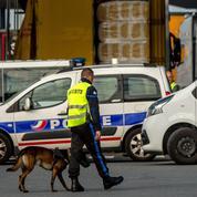 Des policiers belges arrêtés en France avec des migrants dans leur fourgon