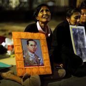 Le roi Bhumibol et la Thaïlande: mort d'un «demi-Dieu» au bilan en demi-teinte