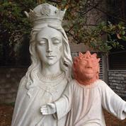 Au Canada, une artiste bénévole défigure une statue