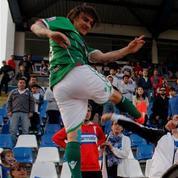 Comme Cantona, un joueur chilien donne un coup de pied à un supporteur