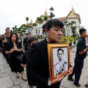 Le long deuil royal menace la reprise économique en Thaïlande