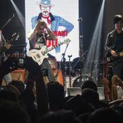 Un an après les attentats, les Eagles of Death Metal reviennent à pas de loup