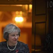 Theresa May courtise Donald Trump, un allié du Brexit