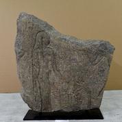 Découverte aux Ports Francs de Genève, une stèle volée bientôt restituée à l'Égypte