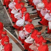 Le pape François limite l'influence de la curie romaine