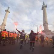 Paris : le boulevard périphérique bloqué par plus d'un millier de pompiers en colère