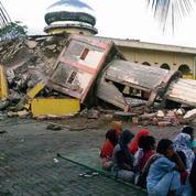 Un séisme de magnitude 6,5 fait au moins 97 morts en Indonésie
