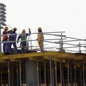 Le Qatar a rapatrié 10.000 travailleurs étrangers victimes d'abus dans l'émirat