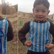L'enfant afghan qui avait un maillot en sac plastique de Messi a rencontré son idole