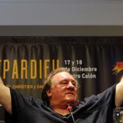 Bras d'honneur, cocktails et Cyrano... Depardieu en Argentine, quel cirque !