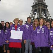Qui sont ces «gilets violets» qui arpentent les sites touristiques de Paris ?