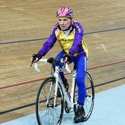 À 105 ans, Robert Marchand établit un record mondial de l'heure cycliste